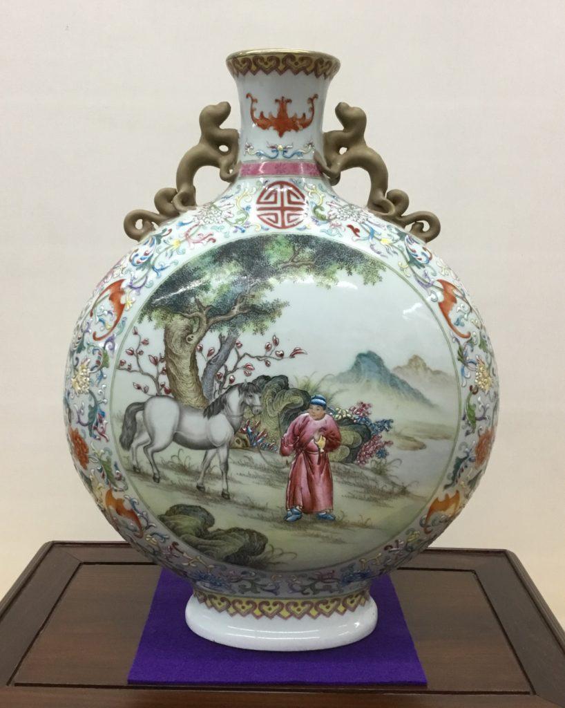中国 色絵 人物・馬の図 双耳 扁瓶