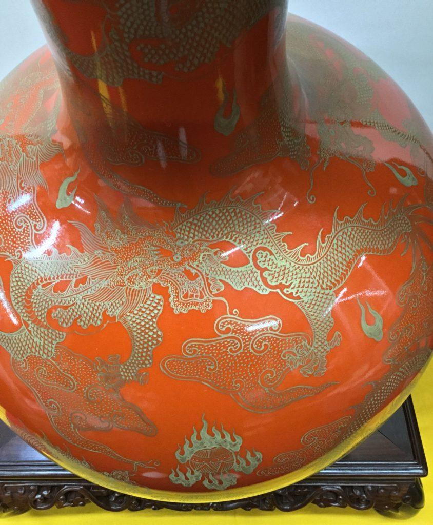 中国 朱色 金彩 龍の図 大壺
